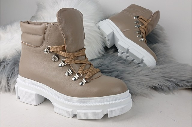 2092 Ботинки на шнуровке